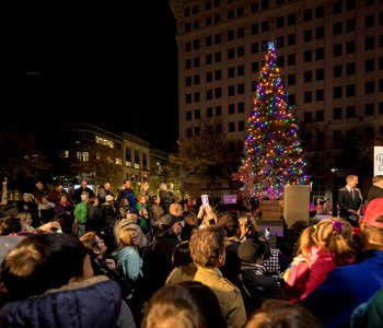 Fundraising for Downtown's Christmas Tree